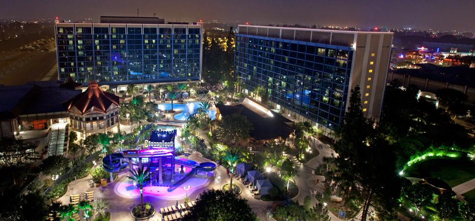 disneyland-hotel-pools-and-fun-968x450-01