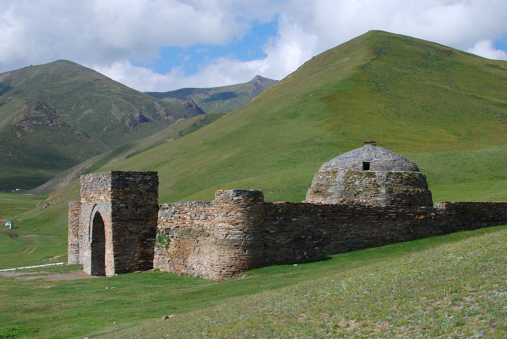 tash rabat kırgızistan