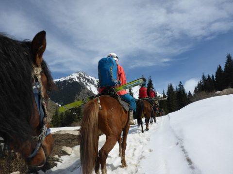 Kırgızistan Doğasıyla Gezginleri Bekliyor
